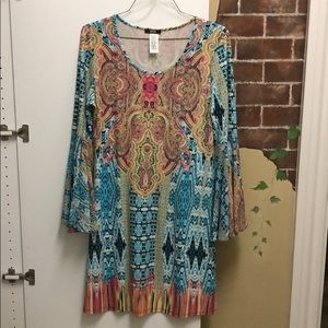 Colorful dress with flowy sleeve